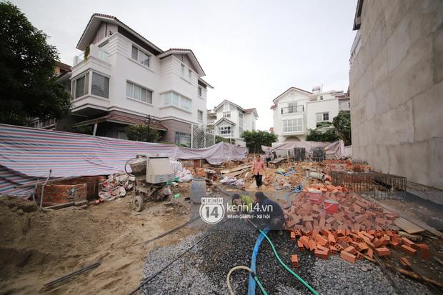 Trực tiếp thăm biệt thự của Thuỷ Tiên giữa ồn ào: Đã đập đi hoàn toàn để xây mới, công trình che kín, thông tin chủ đầu tư gây chú ý-7