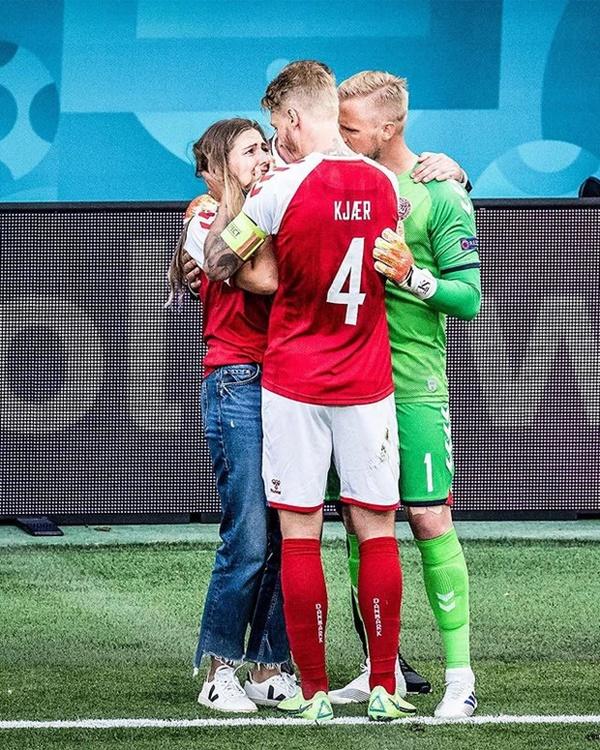 HLV tuyển Đan Mạch khóc trong họp báo, ngưỡng mộ ý chí phi thường của học trò: Không từ ngữ nào tôn vinh hết sự dũng cảm của họ-3