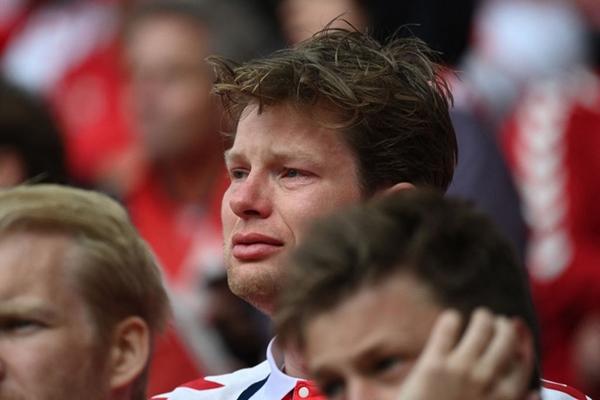 Lá Quốc kỳ Phần Lan che cho Eriksen và những hình ảnh khiến cả thế giới quặn thắt con tim-12