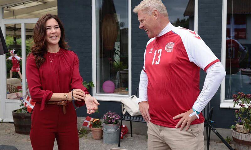 Công nương Đan Mạch bật khóc trên khán đài khi chứng kiến Eriksen đột quỵ và có lời chia sẻ xúc động lan tỏa khắp MXH-5