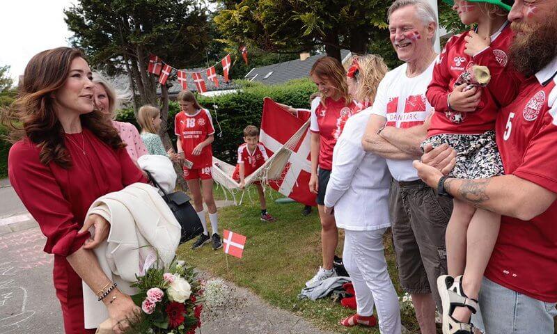 Công nương Đan Mạch bật khóc trên khán đài khi chứng kiến Eriksen đột quỵ và có lời chia sẻ xúc động lan tỏa khắp MXH-6