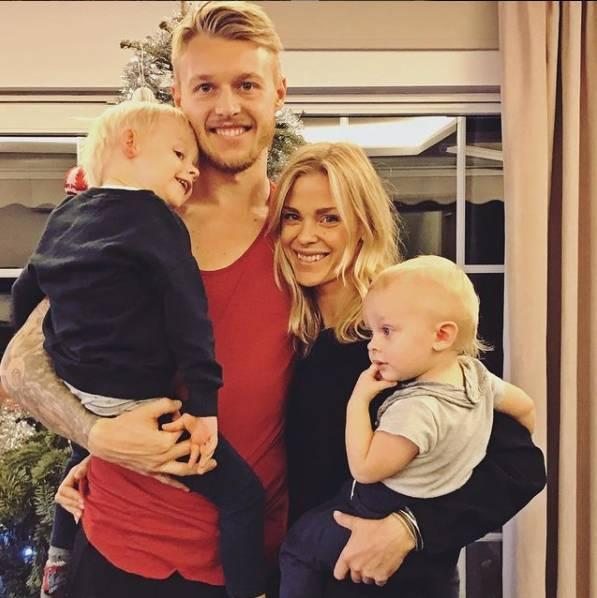 Người hùng giúp tiền vệ Eriksen thoát cửa tử: Anh chồng hội tụ đủ combo đẹp trai, tài giỏi, chu đáo và khoảnh khắc 20 giây dành cho vợ chiếm spotlight sân cỏ-4
