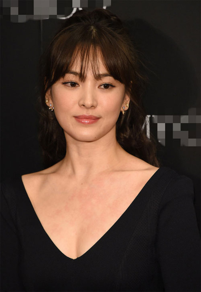 Bây giờ thử đặt Song Hye Kyo và Son Ye Jin lên bàn cân: Diện đồ 2 dây e ấp vòng 1 tới ná thở, ai mới ngồi mâm trên?-6