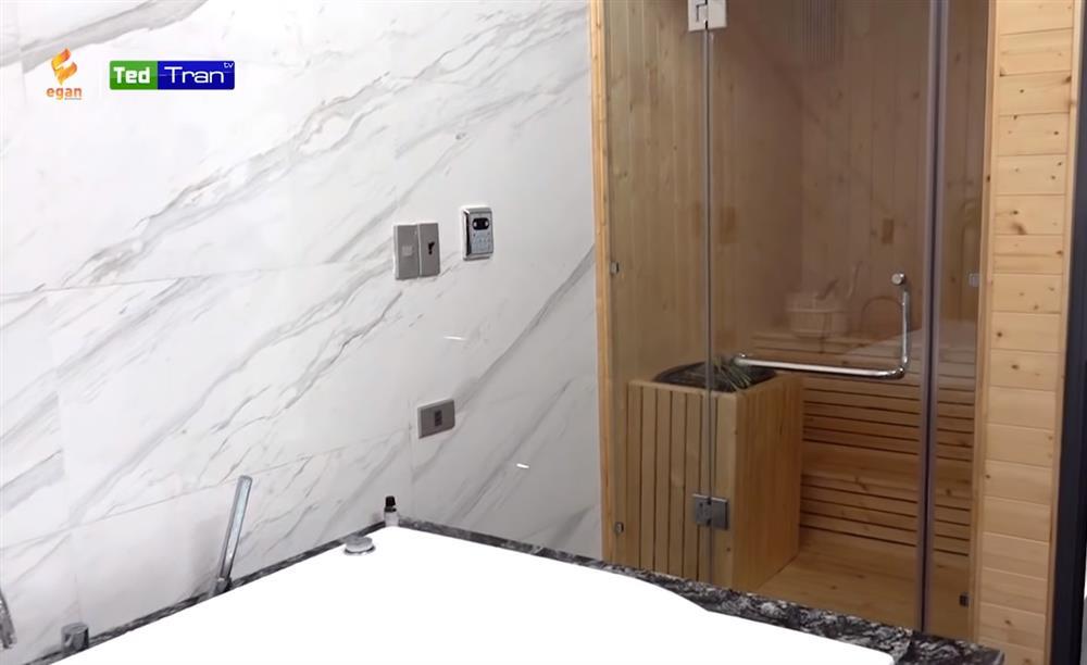 Hé lộ nhà mới đã hoàn thiện của Quế Ngọc Hải tại Vinh: Nội thất sang-xịn-mịn đều do bà xã chọn, riêng phòng xông hơi đã 200 triệu!-24