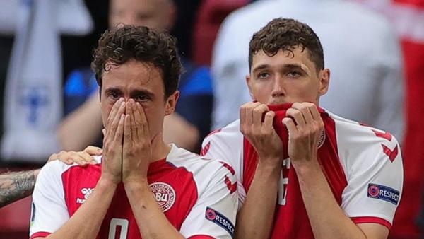 Các cầu thủ đội tuyển Đan Mạch được hỗ trợ điều trị tâm lý sau pha ngừng tim bi thảm của tiền vệ Eriksen-2