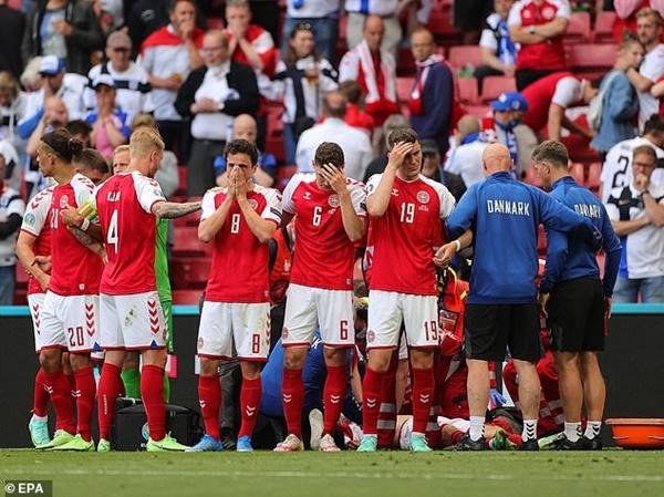 Các cầu thủ đội tuyển Đan Mạch được hỗ trợ điều trị tâm lý sau pha ngừng tim bi thảm của tiền vệ Eriksen-1