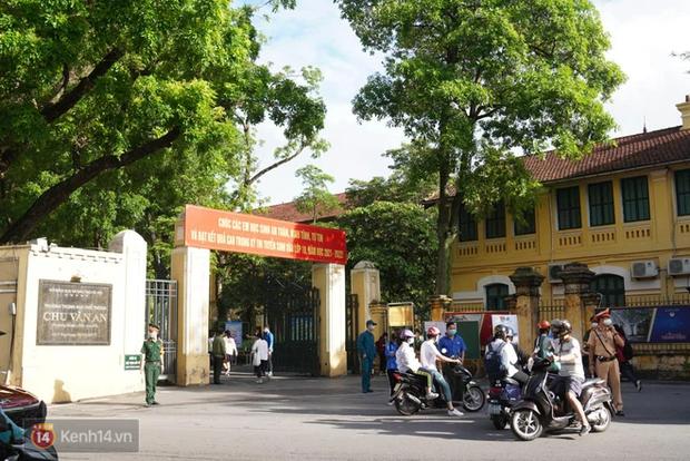 8.000 thí sinh thi vào các trường chuyên hot nhất Hà Nội: Đề siêu hay và khó-1