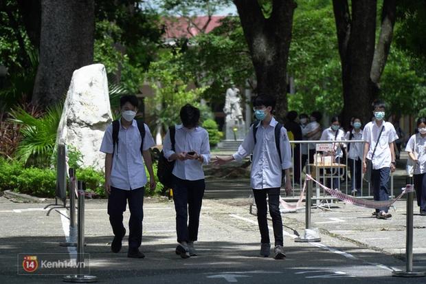 8.000 thí sinh thi vào các trường chuyên hot nhất Hà Nội: Đề siêu hay và khó-8