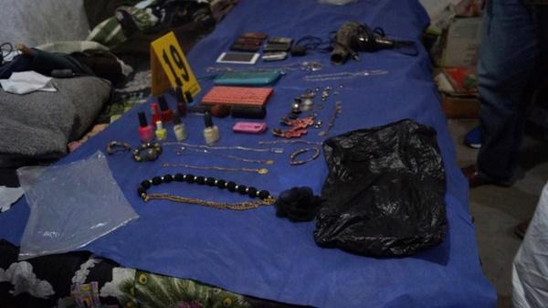 Đến xét nhà nghi phạm giết người, cảnh sát tìm thấy hơn 3.000 mẩu xương người chôn dưới sàn, phanh phui tội ác ghê tởm của gã đàn ông bán thịt-4