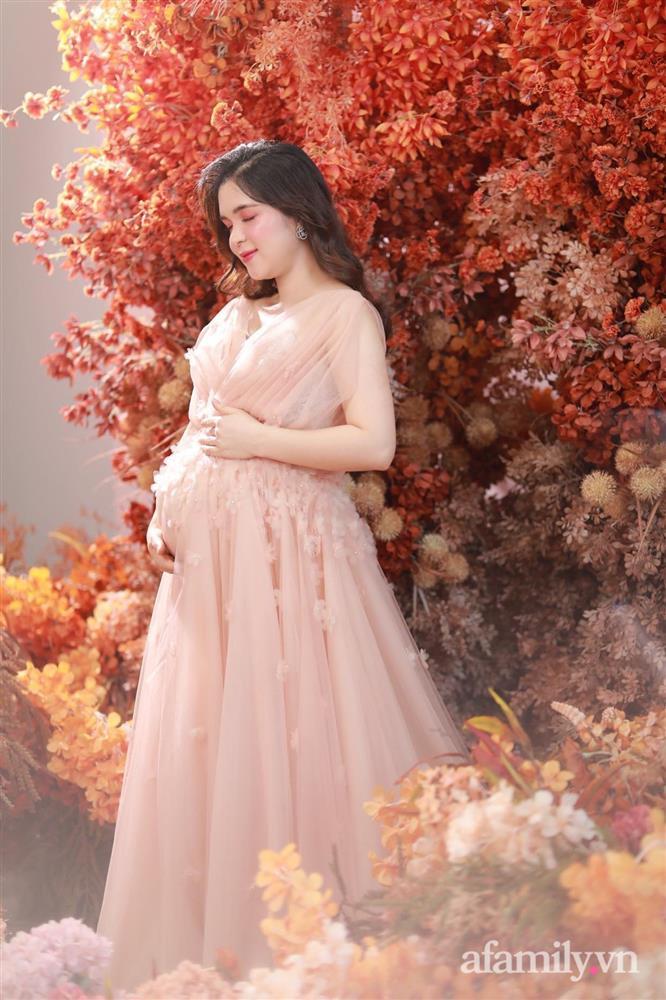 Chị Kính Hồng vác bụng bầu 8 tháng vẫn xinh xỉu, mách mẹ bầu cách ăn uống vào con để mẹ không béo-15