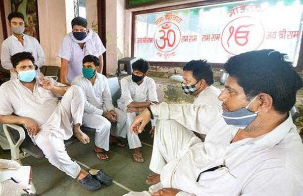 Người ta bỏ xác chết trước cửa, chẳng nói gì: Nhân viên lò hỏa táng Ấn Độ nhớ về những ngày kinh hoàng-1