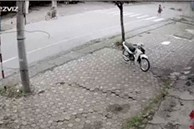 Va vào người đi bộ nghênh ngang giữa phố, tài xế xe máy lộn nhào nhiều vòng, trượt dài trên đường
