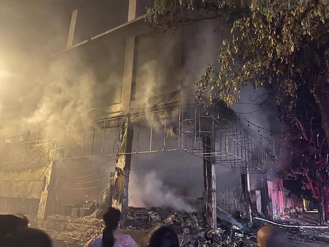 Cháy phòng trà lớn nhất TP Vinh trong đêm khiến 6 người chết: Trong đó có 2 trẻ em và 1 phụ nữ mang thai-4
