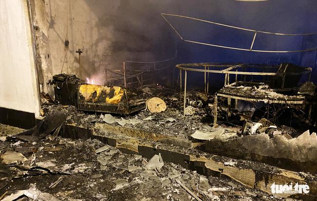 Cháy phòng trà lớn nhất TP Vinh trong đêm khiến 6 người chết: Trong đó có 2 trẻ em và 1 phụ nữ mang thai-5