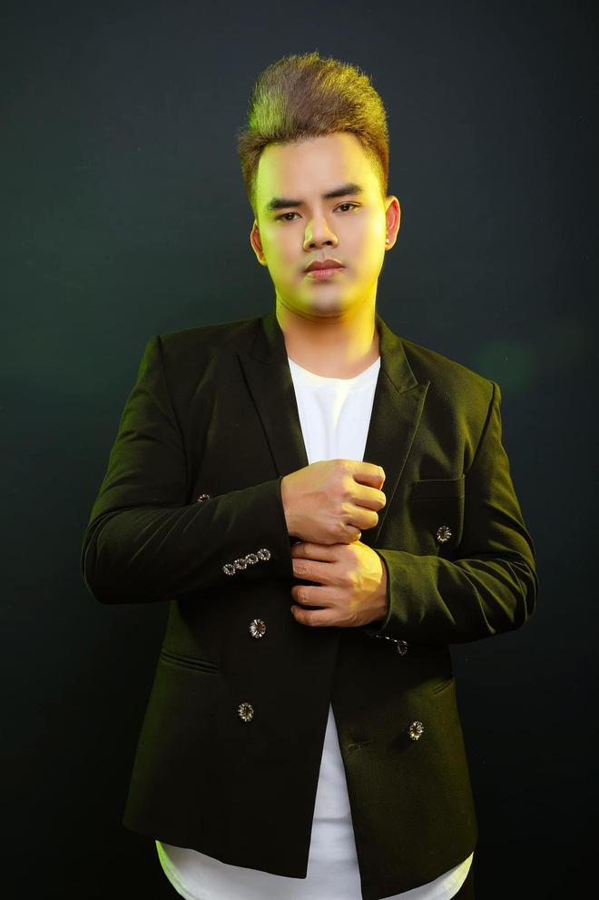 Ca sĩ Lưu Chấn Long tố Phi Nhung đi hát ở chùa với cát xê cắt cổ, đòi bằng được... 40 triệu tiền xăng xe?-4
