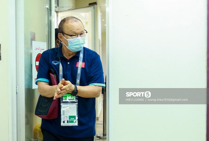 HLV Park Hang-seo đuổi người quay phim vì sợ lộ thông tin ở phòng họp báo-6