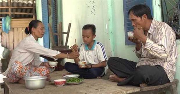 Bố ruột Hồ Văn Cường khi rời quê: Làm việc cho Phi Nhung, nhận lương tháng 10 triệu đồng-1
