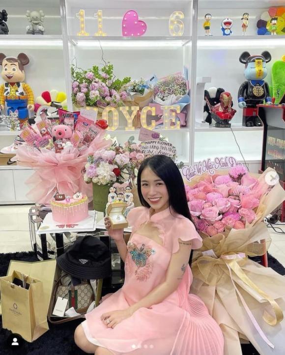 Ái nữ của đại gia Minh Nhựa đón sinh nhật tại nhà, được tặng nhẫn kim cương, đồ hàng hiệu-4