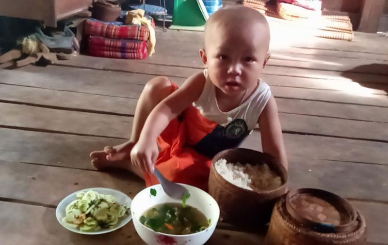 Bố cậu bé 3 tuổi mắcung thư võng mạc vừa hết cách ly ở Viện K: những bữa cơm không thịt và ước mơ con sớm khỏi bệnh-5