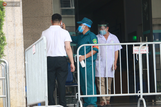 Hà Nội: Phong tỏa 1 tòa chung cư sau khi ghi nhận ca dương tính SARS-CoV-2-11