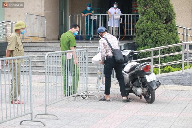 Hà Nội: Phong tỏa 1 tòa chung cư sau khi ghi nhận ca dương tính SARS-CoV-2-7