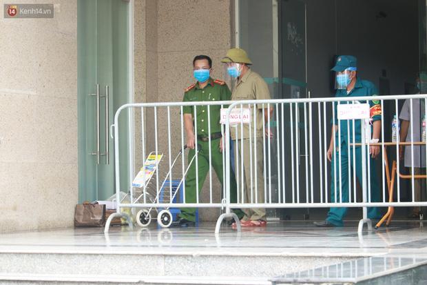 Hà Nội: Phong tỏa 1 tòa chung cư sau khi ghi nhận ca dương tính SARS-CoV-2-8
