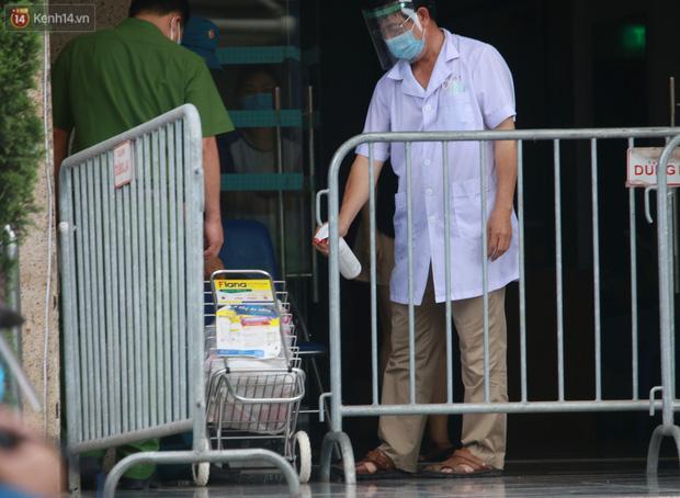 Hà Nội: Phong tỏa 1 tòa chung cư sau khi ghi nhận ca dương tính SARS-CoV-2-12