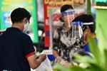 Người bán nước trước cổng Bệnh viện Nhi đồng 1 nhiễm nCoV