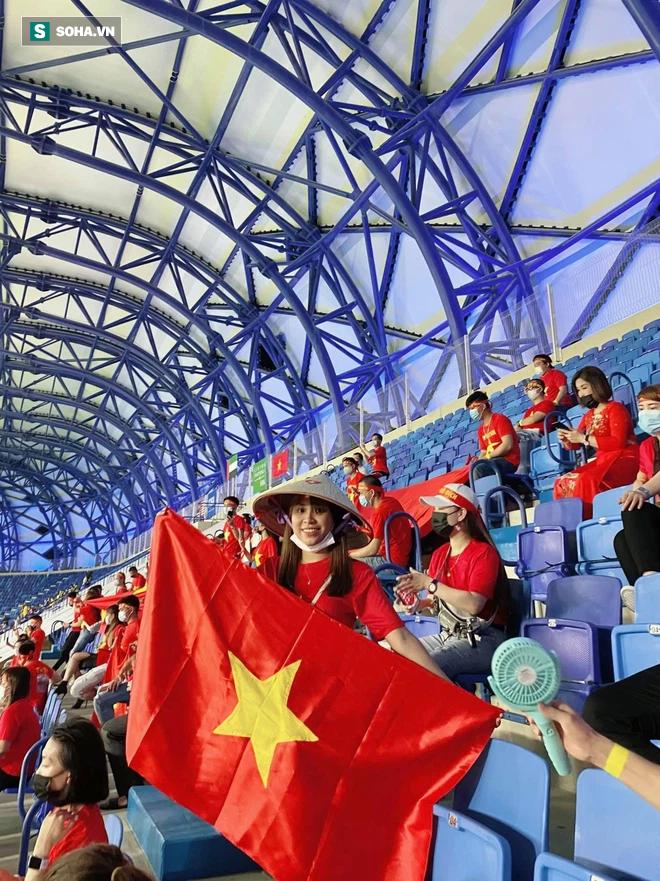 Cô gái tiết lộ chuyện mua vé thần tốc để vào sân xem Việt Nam - UAE: Giá vé khiến nhiều người bất ngờ-1