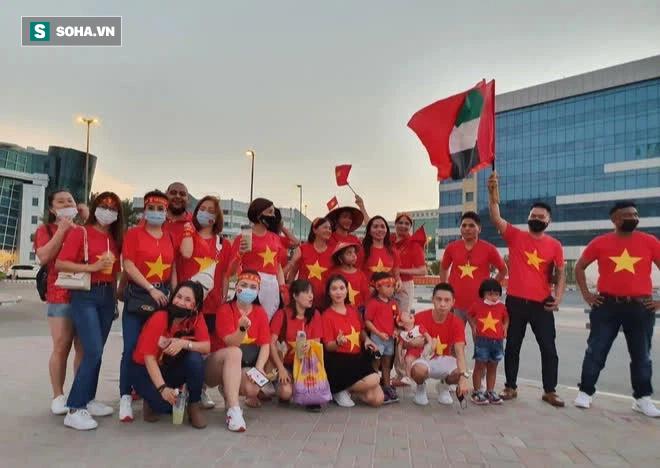 Cô gái tiết lộ chuyện mua vé thần tốc để vào sân xem Việt Nam - UAE: Giá vé khiến nhiều người bất ngờ-4