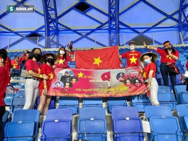 Cô gái tiết lộ chuyện mua vé thần tốc để vào sân xem Việt Nam - UAE: Giá vé khiến nhiều người bất ngờ-5