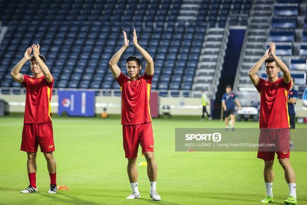 Chuyên cơ chở đội tuyển Việt Nam về TP.HCM sau khi kết thúc vòng loại thứ hai World Cup 2022-1