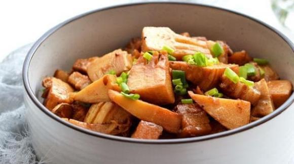 Khi hầm thịt, có 1 loại gia vị rất kiêng kỵ, nếu cho vào sẽ làm hỏng cả nồi thịt, nhiều gia đình không biết-4