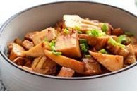 Khi hầm thịt, có 1 loại gia vị rất kiêng kỵ, nếu cho vào sẽ làm hỏng cả nồi thịt, nhiều gia đình không biết