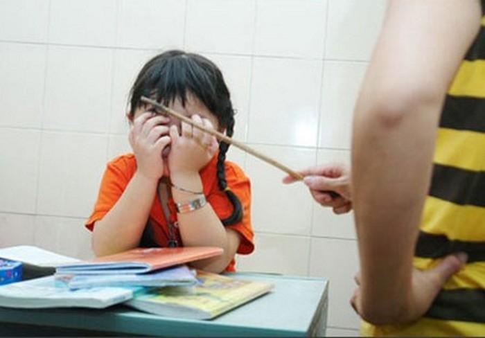 Nguyên nhân sâu xa của việc trẻ học ngày càng kém không phải do nghịch điện thoại hay lười biếng mà vì cha mẹ luôn nói điều này với con-1