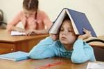 Nguyên nhân sâu xa của việc trẻ học ngày càng kém không phải do nghịch điện thoại hay lười biếng mà vì cha mẹ luôn nói điều này với con