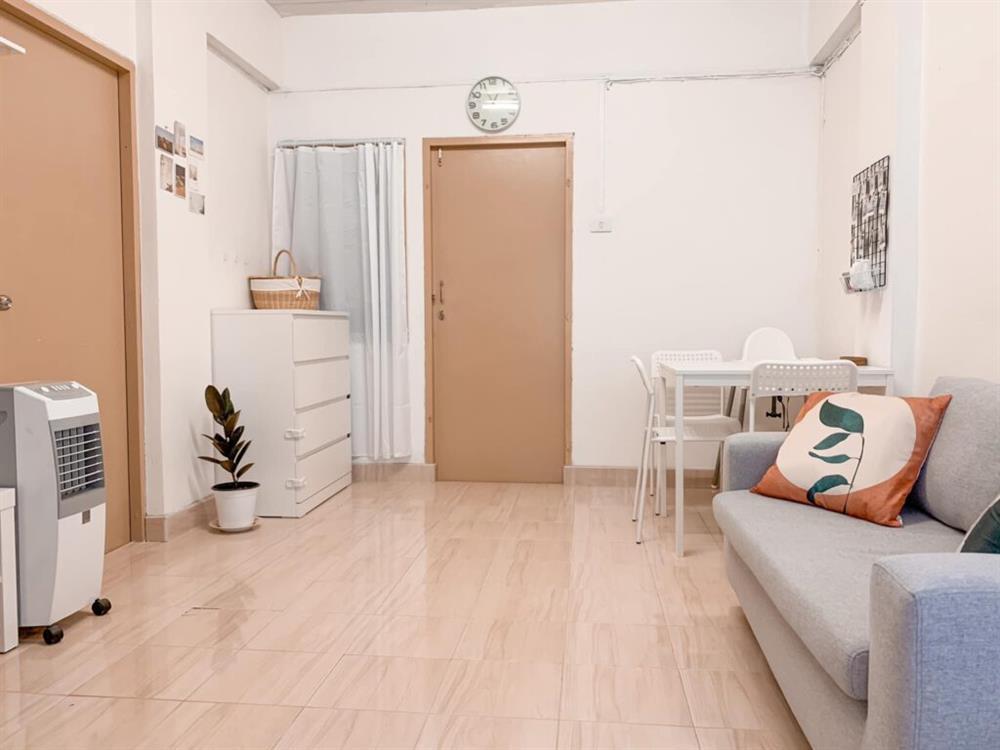 Vợ chồng mới cưới thuê nhà cũ kỹ và pha cải tạo thành không gian tối giản đầy ngoạn mục-3