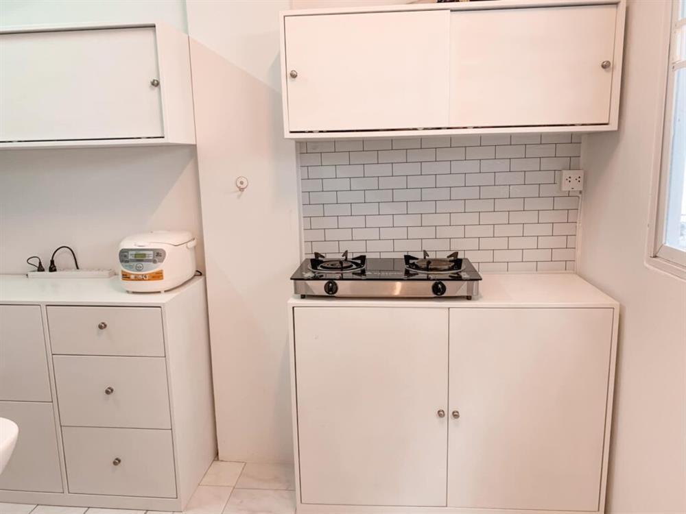 Vợ chồng mới cưới thuê nhà cũ kỹ và pha cải tạo thành không gian tối giản đầy ngoạn mục-13