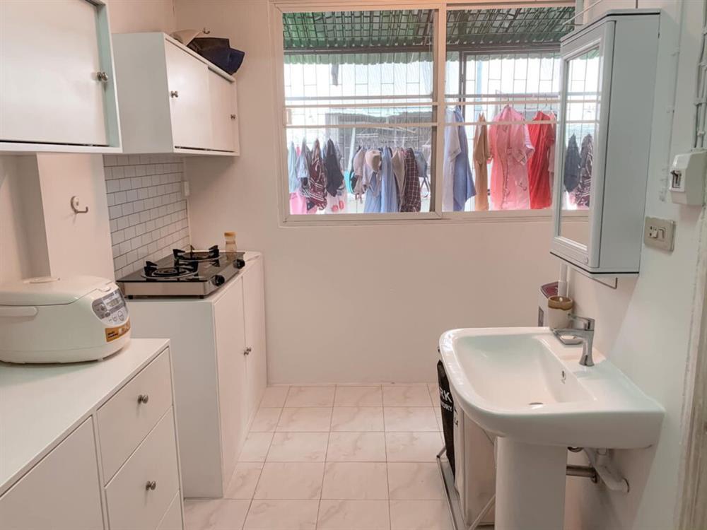 Vợ chồng mới cưới thuê nhà cũ kỹ và pha cải tạo thành không gian tối giản đầy ngoạn mục-14