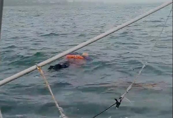 Người phụ nữ trôi trên biển cả đêm, khi được cứu chẳng nhớ nổi mình là ai, câu chuyện thoát nạn ly kỳ như phim-1