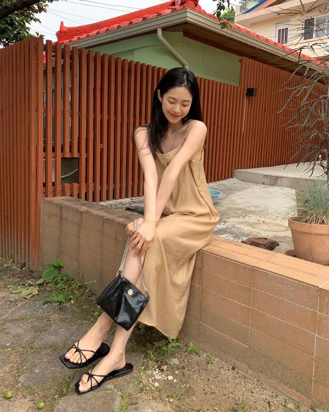 Cho những lúc không biết mặc gì: 12 outfit màu be tây tây dịu mắt, hợp mùa hè nóng nực-1