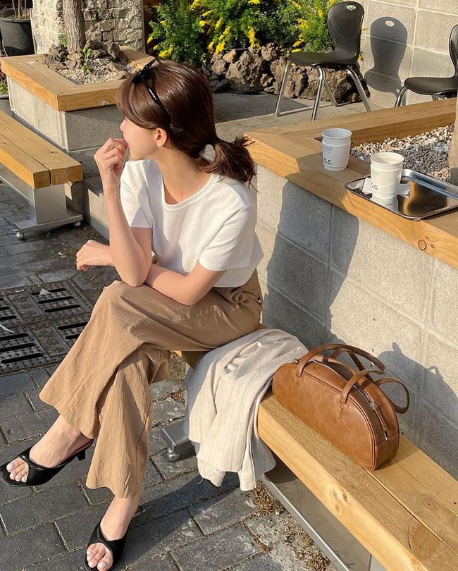 Cho những lúc không biết mặc gì: 12 outfit màu be tây tây dịu mắt, hợp mùa hè nóng nực-4