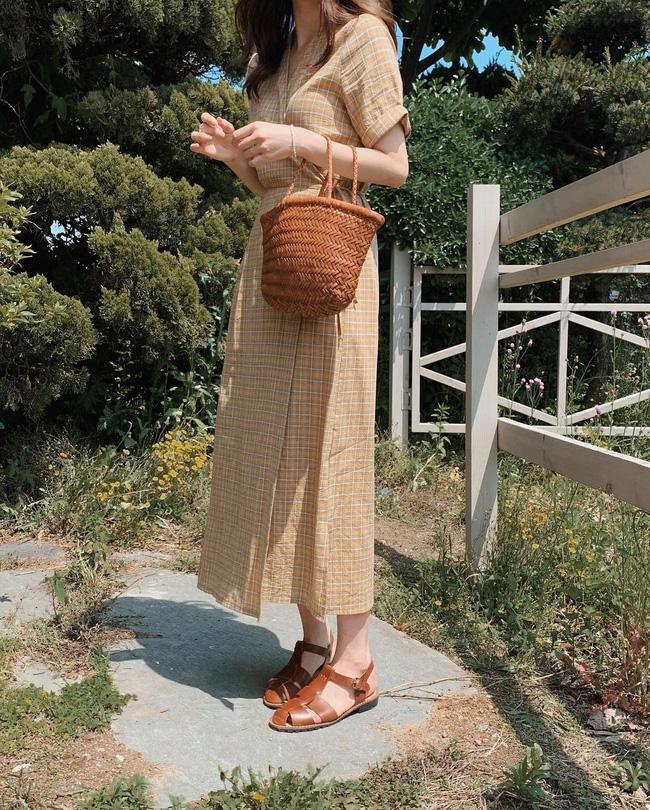 Cho những lúc không biết mặc gì: 12 outfit màu be tây tây dịu mắt, hợp mùa hè nóng nực-6