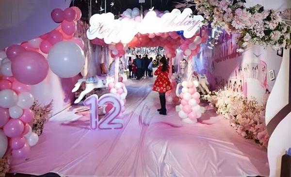 Trào lưu tổ chức sinh nhật tuổi 12 xa xỉ như đám cưới ở Trung Quốc: Món quà sĩ diện của bố mẹ, lời nguyền cho tâm hồn trẻ thơ-2