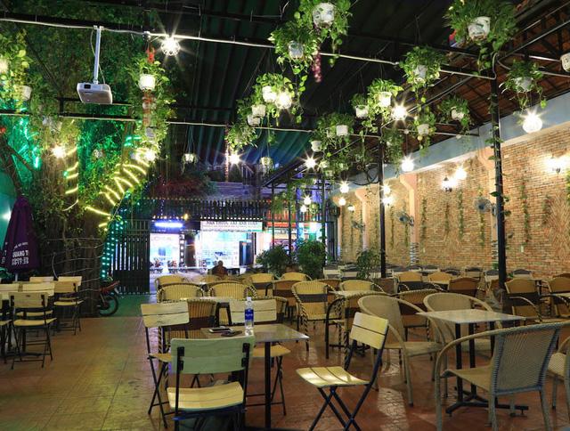 Nhà vườn tiền tỉ 300m2 của gia đình cầu thủ Nguyễn Tiến Linh: Mặt tiền là quán cà phê sức chứa trăm người, từng vui như hội mỗi lần bóng lăn-3