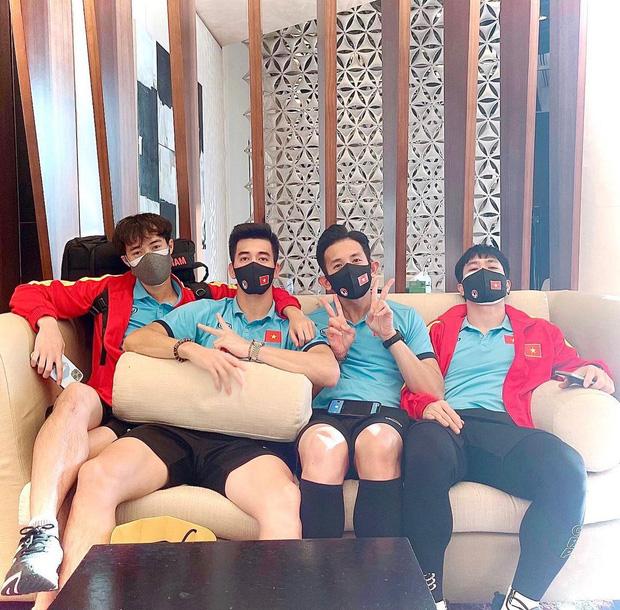 Cập nhật: Dàn cầu thủ đã có mặt ở Sài Gòn, dân tình chờ ngắm trọn visual đội nam thần hôm nay!-19