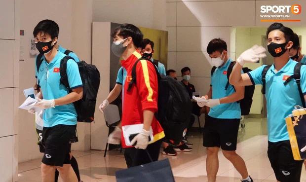 Cập nhật: Dàn cầu thủ đã có mặt ở Sài Gòn, dân tình chờ ngắm trọn visual đội nam thần hôm nay!-21