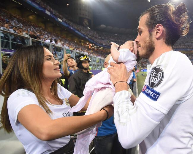 Chuyện tình của cầu thủ từng giữ kỷ lục chuyển nhượngvượt Ronaldo: Vợ xuất thân gia đình bất hảo, cấm cả bố cô dâu đến đám cưới-2