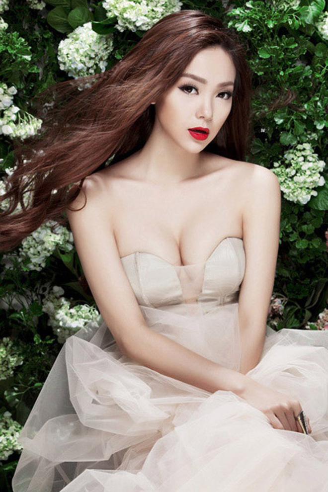 Minh Hằng diện mẫu bra bé bằng bàn tay nhưng khuôn ngực o ép khét lẹt kia mới là tâm điểm-7