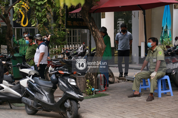 """Toàn cảnh đội tuyển Việt Nam về đến Sài Gòn: Thầy Park và dàn cầu thủ quá dễ thương còn hàng xóm bật mode hóng"""" nhiệt tình-30"""